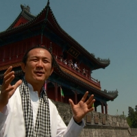 k-vikrom-in-front-of-temple