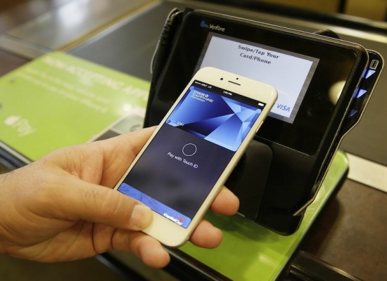 Apple Pay in talks in China