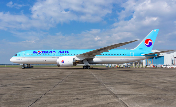 Korean Air Debuts the Dreamliner