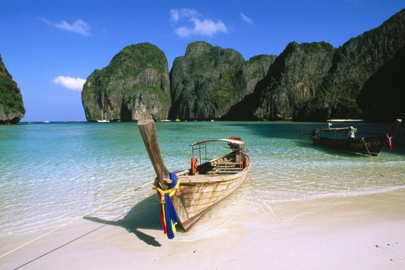 Smoking to be stubbed out on Thai beaches