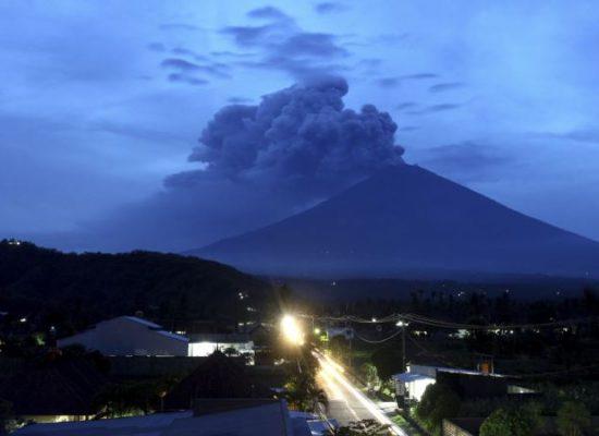 Volcano Threatens Bali's Tourism Industry