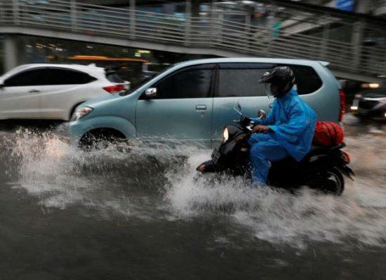 Jakarta Flooding Threatens Public Transport, Poor Residents
