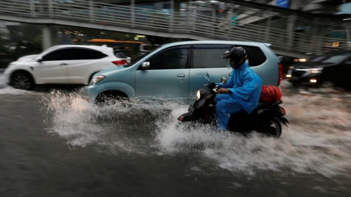 Jakarta Flooding Threatens Public Transport, Poor Residents