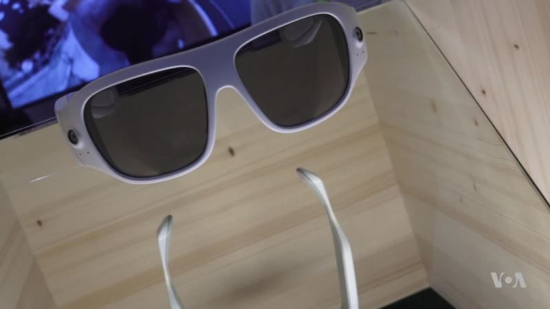 Glasses Capture 360 Video From Wearer's Perspective
